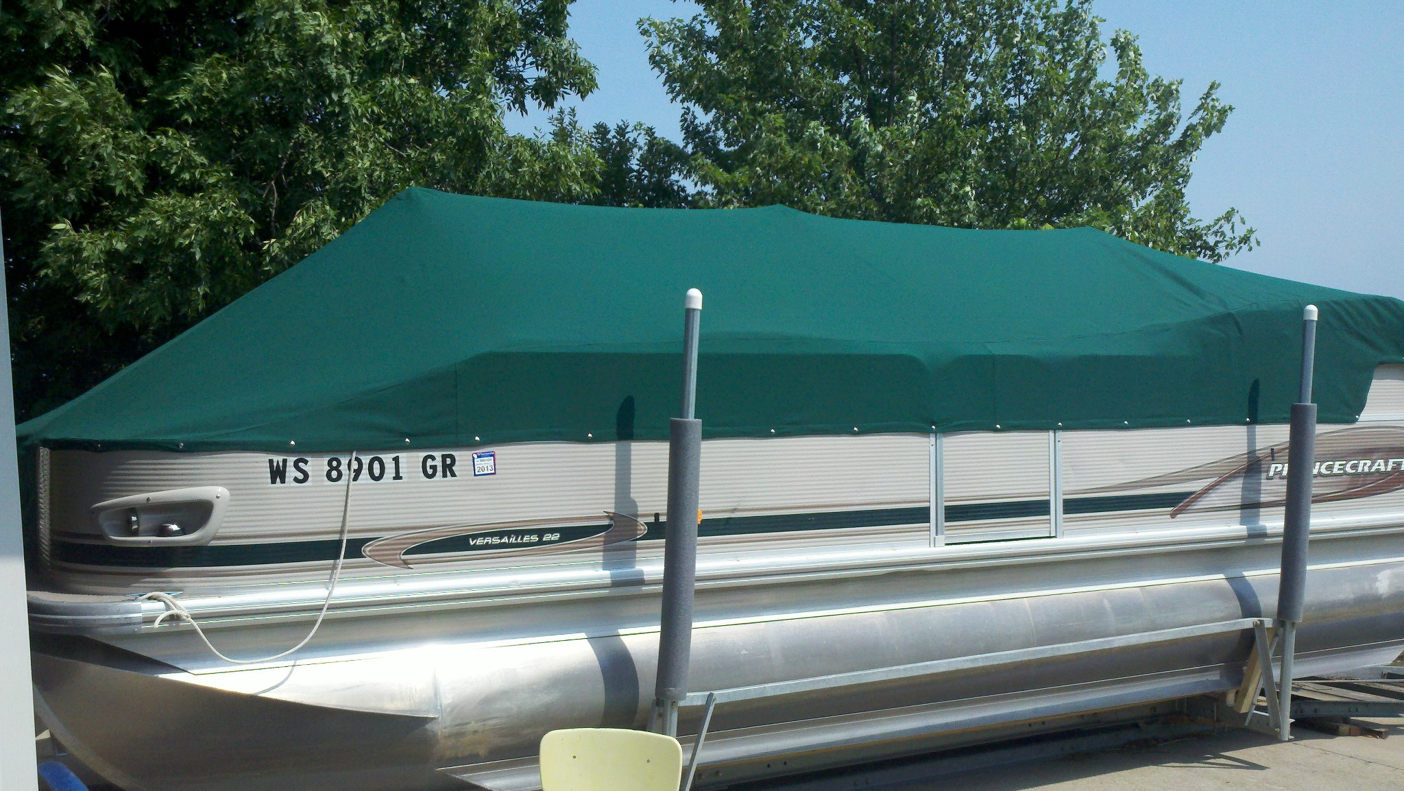 Custom Sunbrella Pontoon Cover: Playpen cover fitted over bimini frame